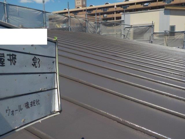 瓦棒板金屋根遮熱塗料二層目塗装完了
