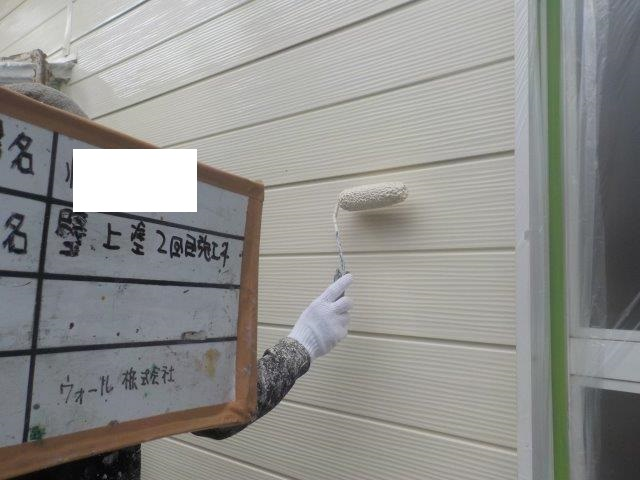 外壁サイディング部上塗り二層目塗装状況