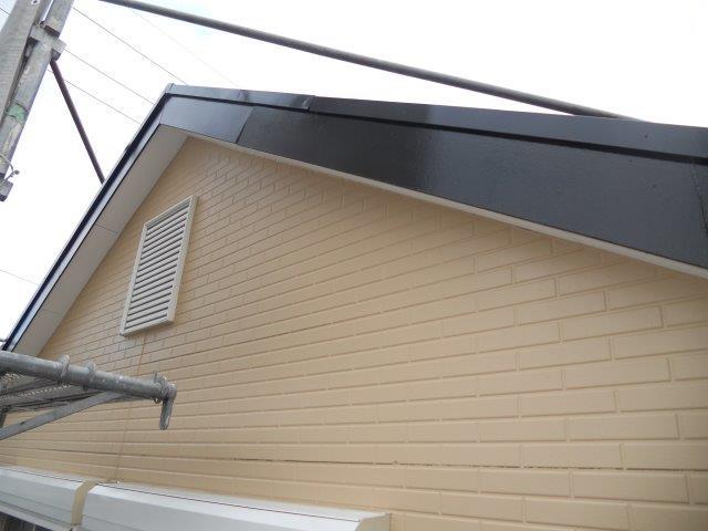 外壁付帯部破風板塗装完了
