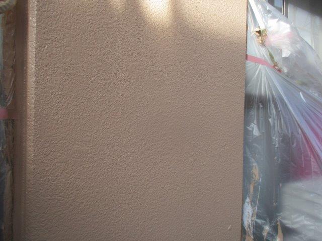 外壁モルタル面中塗り塗装完了