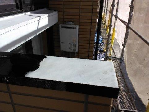 笠木板金塗装上塗り一層目塗装状況