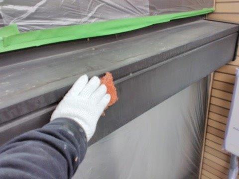 シャッターボックス塗装前素地調整状況