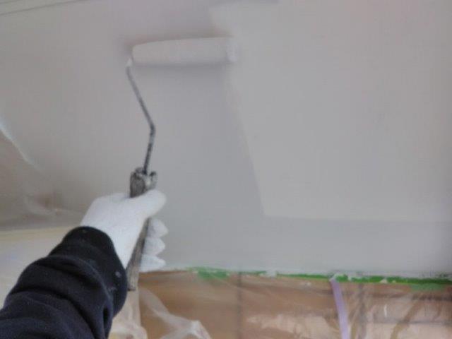置き店塗装上塗り一層目塗装状況