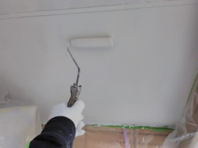 置き店塗装上塗り二層目塗装状況
