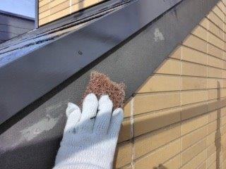破風板塗装前素地調整状況