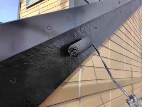 破風板塗装上塗り二層目塗装状況