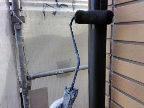 雨樋塗装上塗り一層目塗装状況