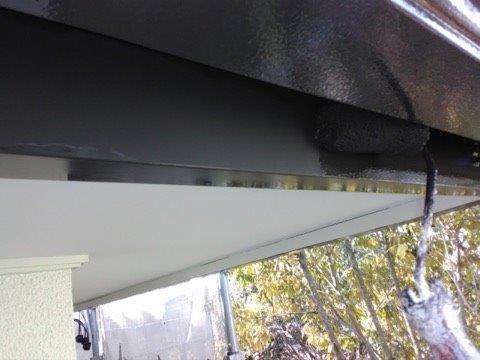 破風板塗装上塗り一層目塗装状況