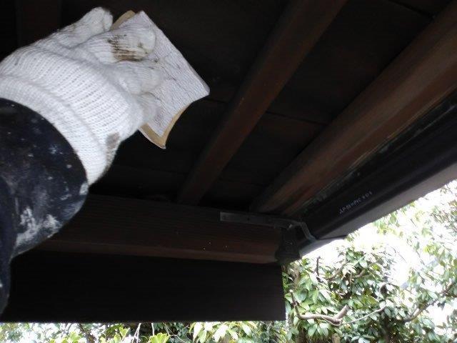 軒天木部塗装素地調整状況