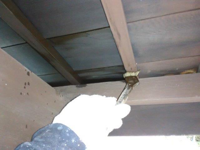 軒天木部塗装キシラデコール一層目塗装状況