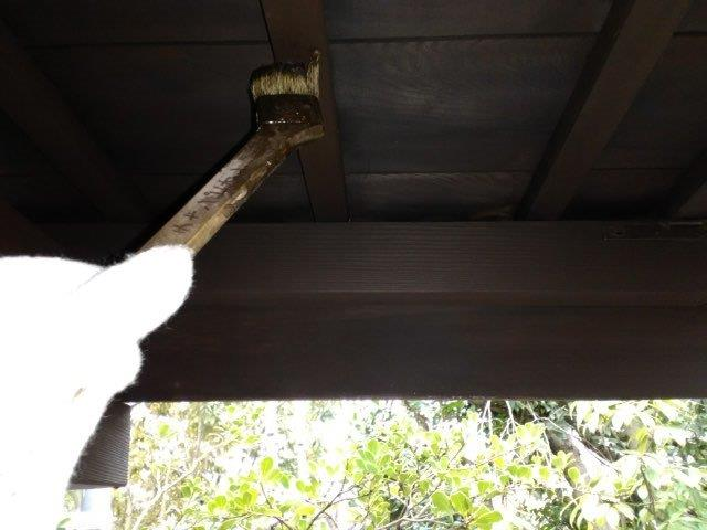 軒天木部塗装キシラデコール二層目塗装状況