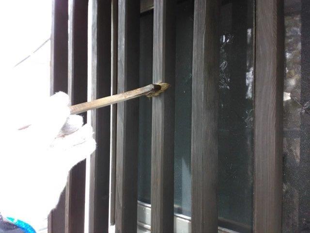 木部格子塗装キシラデコール二層目塗装状況