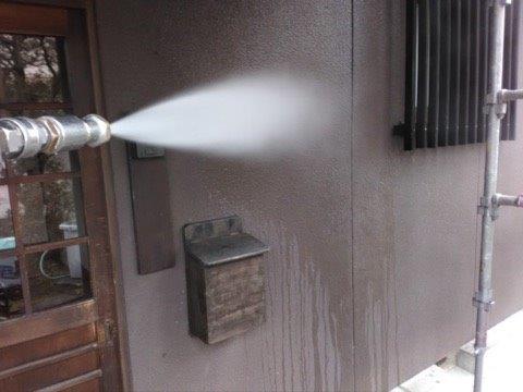 外壁モルタル塗装前高圧洗浄状況
