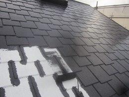 屋根塗装中塗り塗装状況