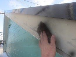 外壁付帯部破風板塗装ケレン状況