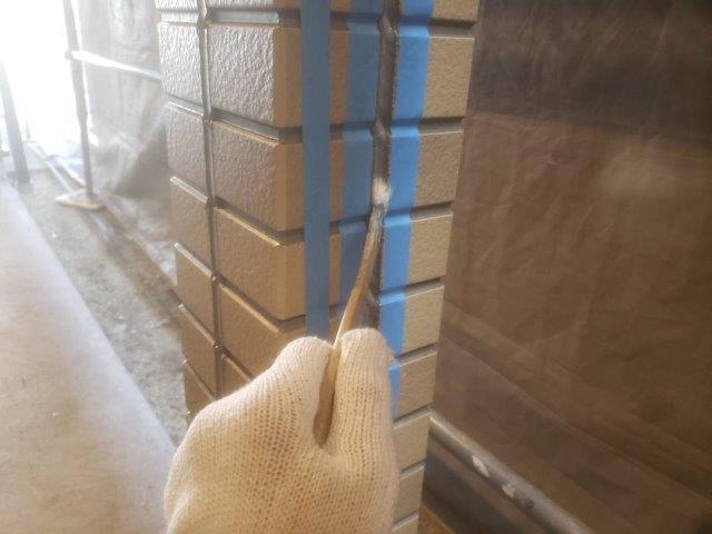 柱目地コーキング打替えコーキングプライマー塗布状況