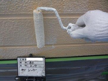 外壁サイディング塗装下塗り一層目塗装状況