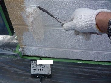 外壁サイディング塗装下塗り二層目塗装状況