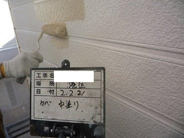 外壁サイディング塗装中塗り塗装状況