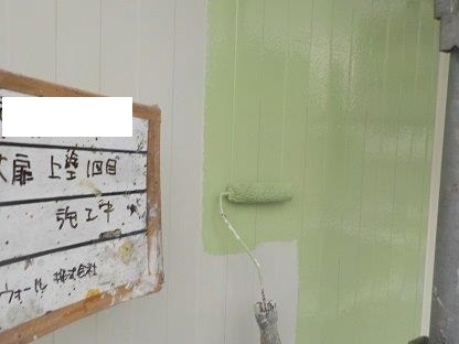 ハンガー扉(鉄扉)塗装上塗り一層目塗装状況