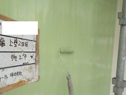 ハンガー扉(鉄扉)塗装上塗り二層目塗装状況