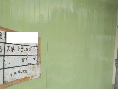 ハンガー扉(鉄扉)塗装上塗り一層目塗装完了