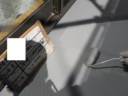 バルコニー防水防水材二層目塗装状況