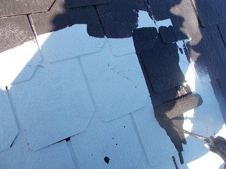 屋根塗装遮熱フッ素塗料一層目塗装状況