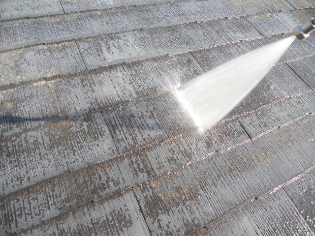 屋根カラーベスト遮熱塗装前高圧洗浄