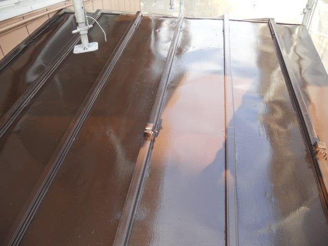 屋根板金塗装上塗り一層目塗装完了
