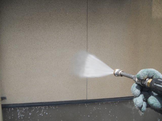 外壁サイディング塗装高圧洗浄状況