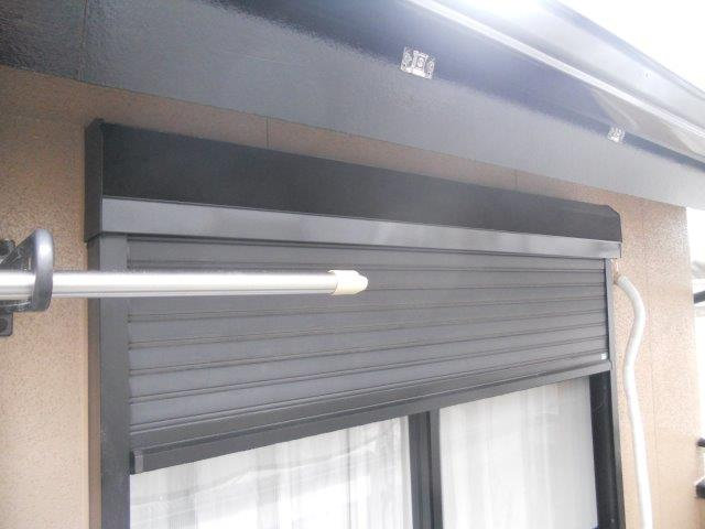 外壁サイディング塗装付帯部シャッターボックス塗装完了