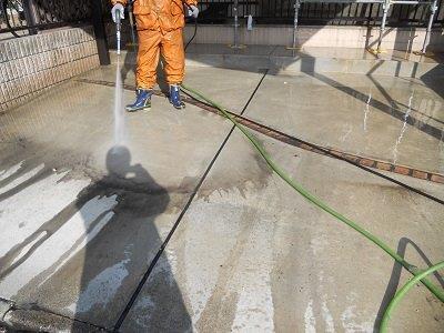 玄関土間高圧洗浄状況