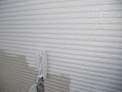 外壁サイディング断熱塗料塗装一層目塗装状況