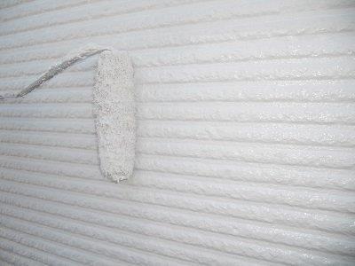 外壁サイディング断熱塗料塗装二層目塗装状況