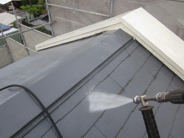 屋根カラーベスト高圧洗浄状況