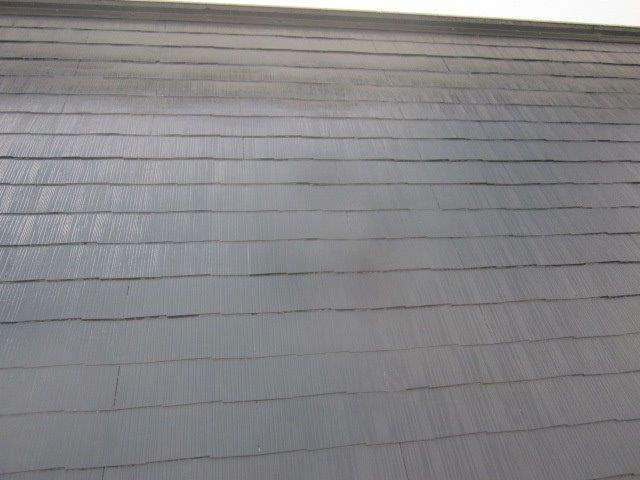 屋根カラーベスト遮熱上塗り一層目塗装完了