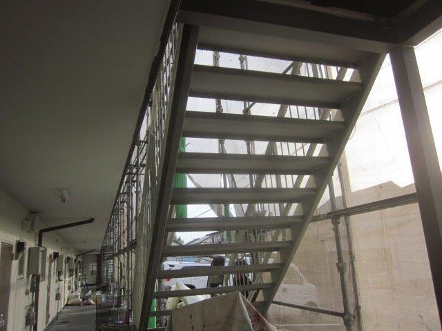 鉄骨階段錆止め塗装完了