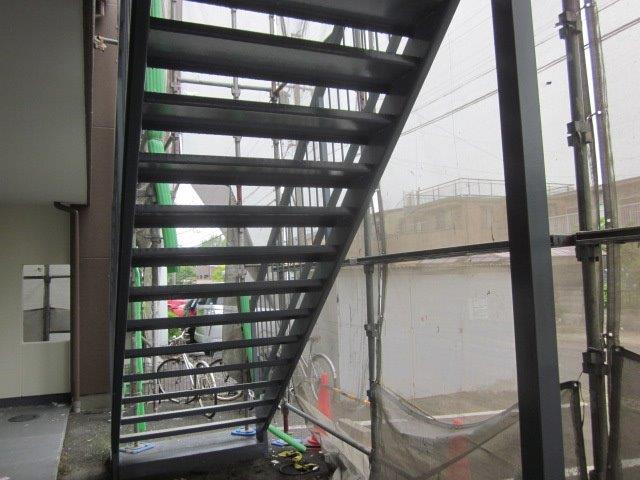 鉄骨階段上塗り二層目塗装完了