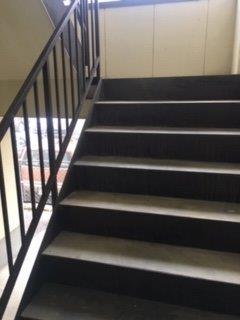 鉄骨階段上塗り完了
