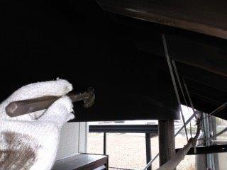 玄関木部専用塗料二層目塗装状況