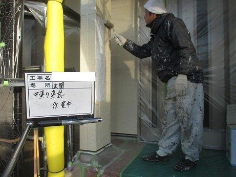 外壁サイディング塗装フッ素塗料上塗り一層目塗装状況