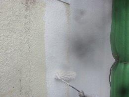 外壁モルタル塗装下塗り二層目塗装状況