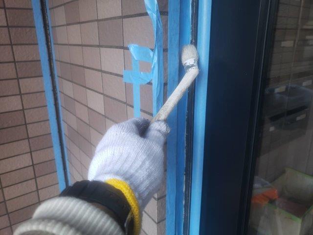 外壁タイル部サッシ廻りコーキング打替えコーキングプライマー塗布助教
