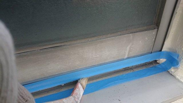 外壁サッシ廻り面台コーキングプライマー塗布状況
