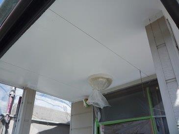 軒天上塗り二層目完了