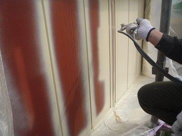 雨戸塗装上塗り一層目塗装状況