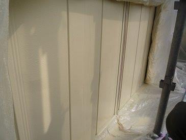 雨戸塗装上塗り一層目完了
