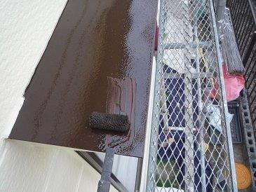 板金庇塗装上塗り一層目塗装状況