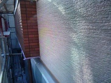 外壁サイディングクリヤー塗装上塗り二層目完了